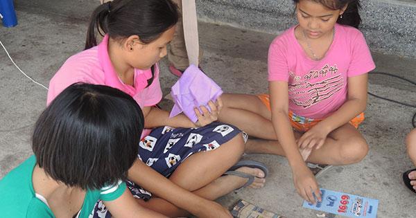 kids-playing-game
